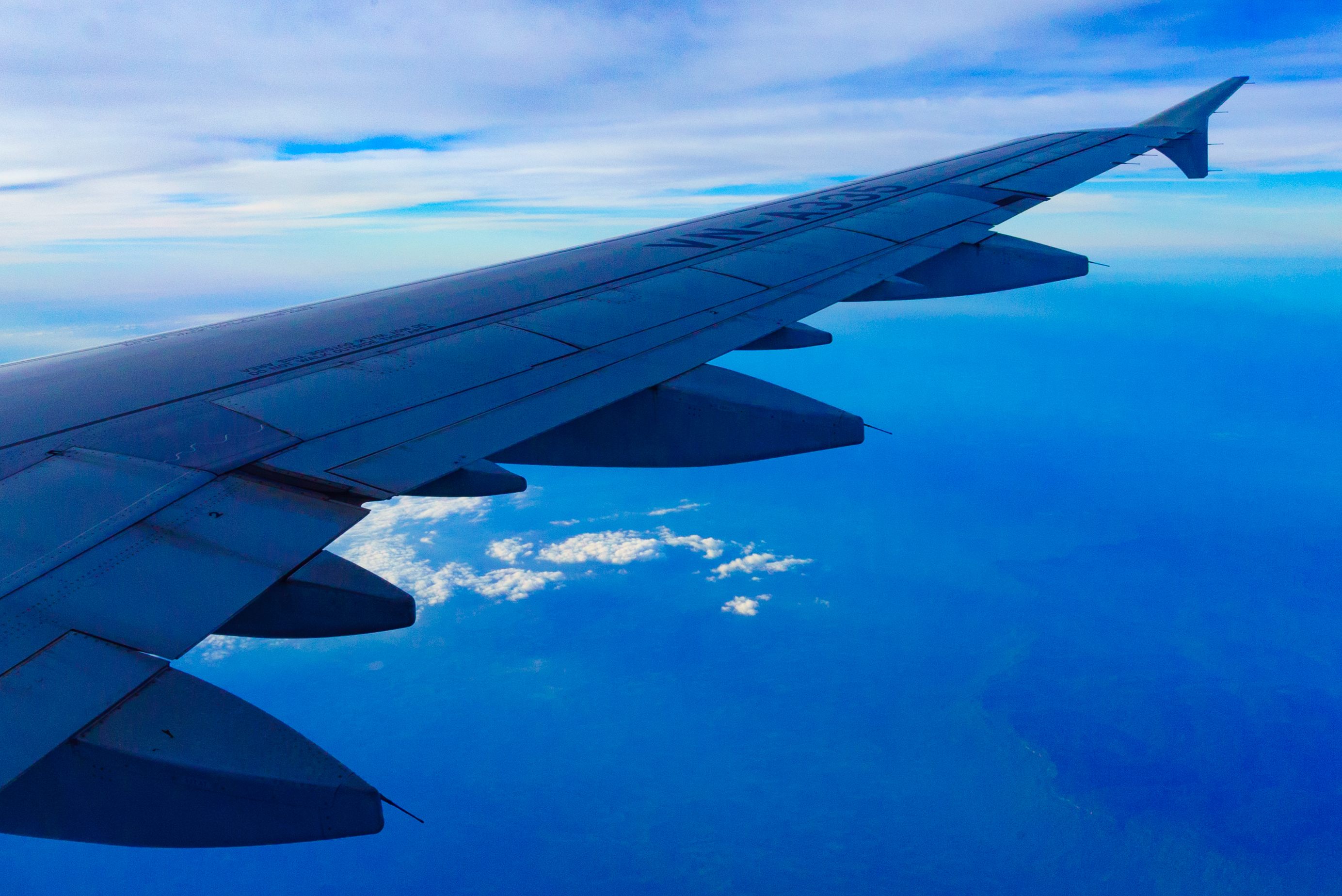 航空機の窓からの景色
